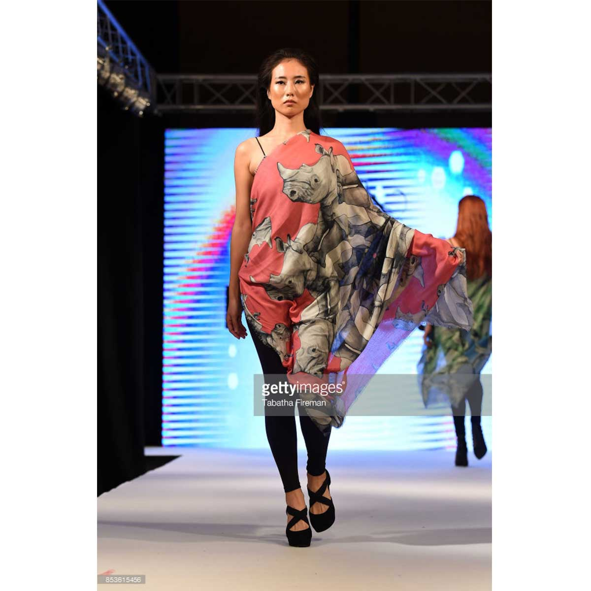 scarf-philippsidler-fashionshow-london-10