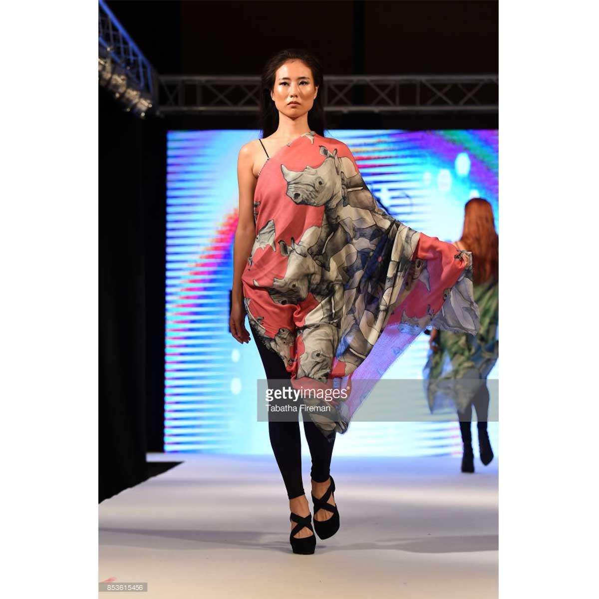 scarf-philippsidler-fashionshow-london-10