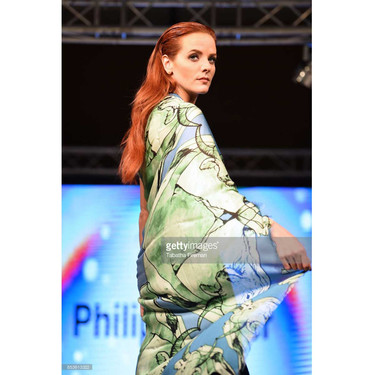 scarf-philippsidler-fashionshow-london-3
